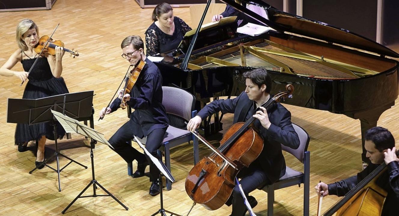 Mit einem hochkarätigen Ensemble von i...le die Zuhörer zu Beifallsstürmen hin.    Foto: Roswitha Frey