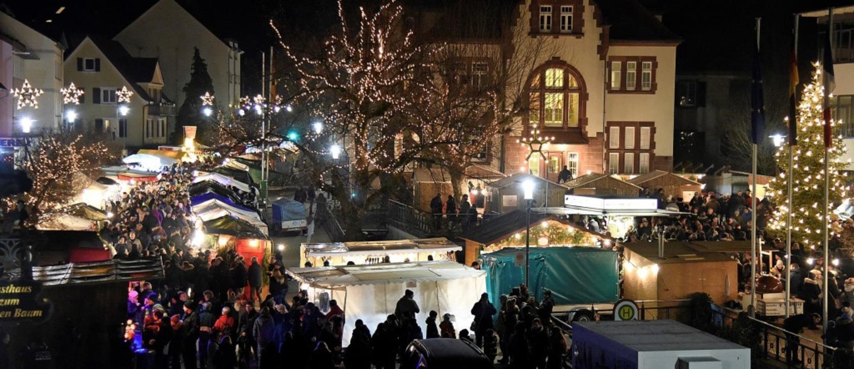 Gut besucht war der Denzlinger Weihnac...m auch in den Abendstunden des Samstag    Foto: Markus Zimmermann