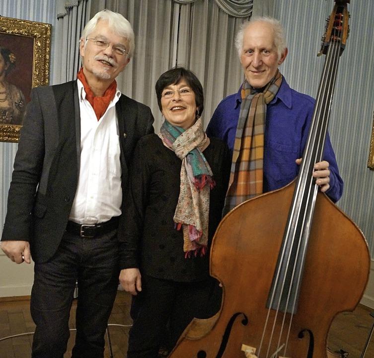 Ein kreatives Trio: Lektor Markus Manf...abassist Wolfgang Fernow (von links).     Foto: Silke Hartenstein
