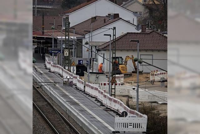 Am Bahnhof wird bis in den Herbst gebuddelt