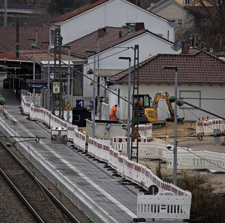 Neben dem Donaueschinger Bahnhofsgebäu...s ins neue Jahr erst mal Winterpause.     Foto: Simon