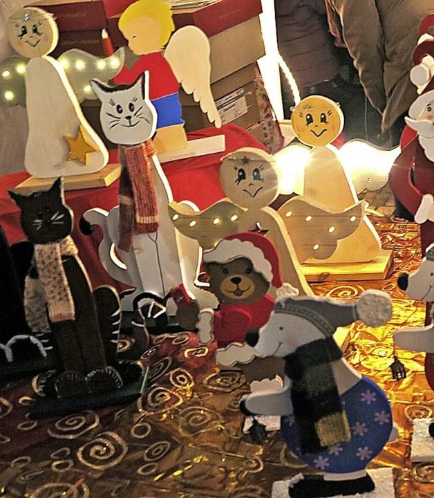 Weihnachtliche Parade am Stand des DRK-Ortsvereins.  | Foto: Beatrice Ehrlich