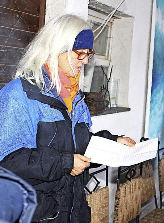 Brigitte Böhni vom Tourismusverein Kle...schichten zur Eröffnungszeremonie bei.  | Foto: Heiner Fabry
