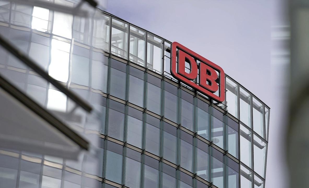 Das Verwaltungsgebäude der Deutschen Bahn in Berlin     Foto: DPA