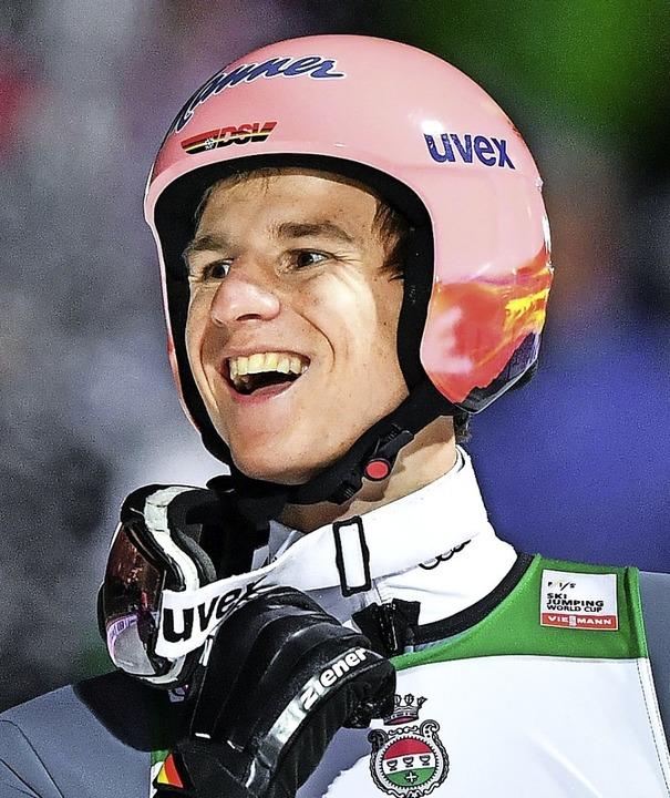 Der neue deutsche Siegspringer Karl Geiger will auch bei der Tournee angreifen.   | Foto: AFP