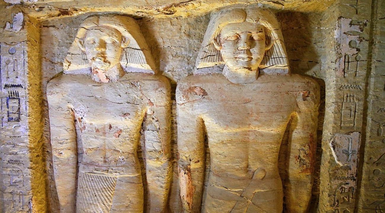 Reliefstatuen sind in dem kürzlich fre...sters von König Neferirkare zu sehen.     Foto: dpa