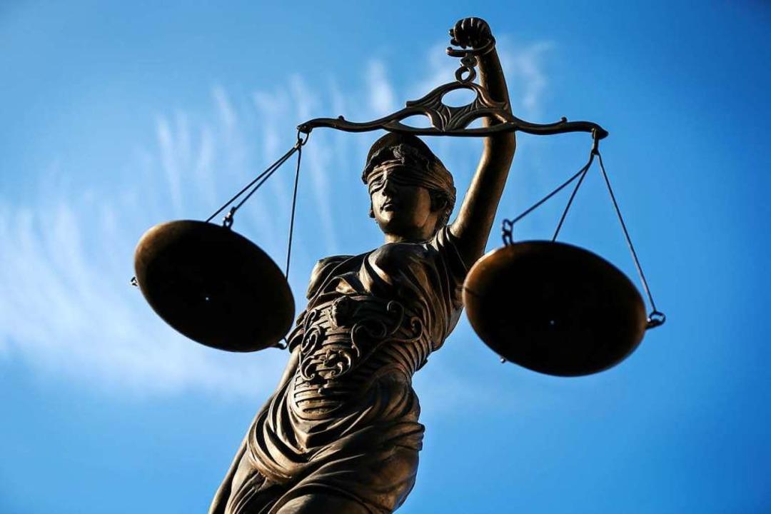 Statue der <KAL-Keyline>Justizia </KAL-Keyline>  | Foto: Britta Pedersen/dpa