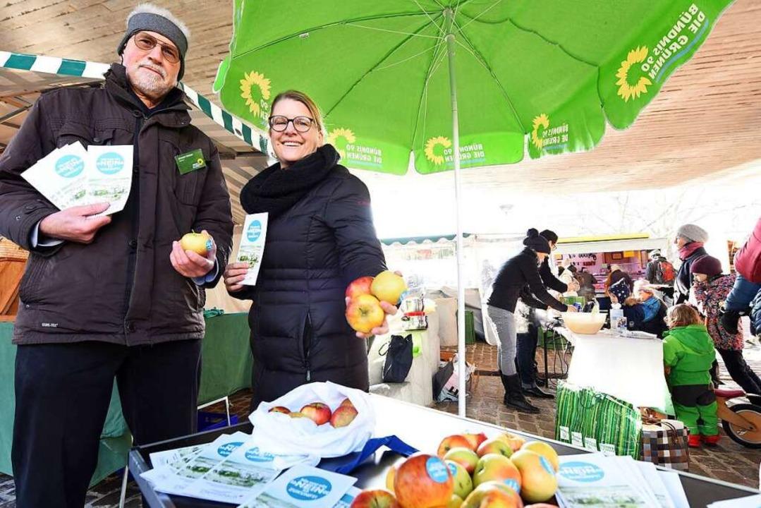 Die Grünen warben am Samstag auf dem S...Friebis und Mitglied Angela Schoeller.  | Foto: Rita Eggstein