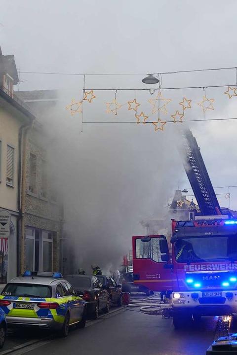 Der Brand verursachte starken Rauch.  | Foto: Christian Kramberg