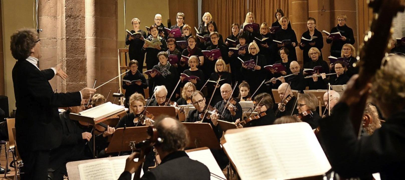 Dirigent Hermann Feist trieb das Colle...ingenden Chor zu Höchstleistungen an.   | Foto: Wolfgang Künstle
