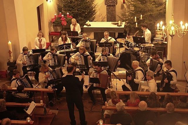 Mit Gesang, Orgel und Akkordeon