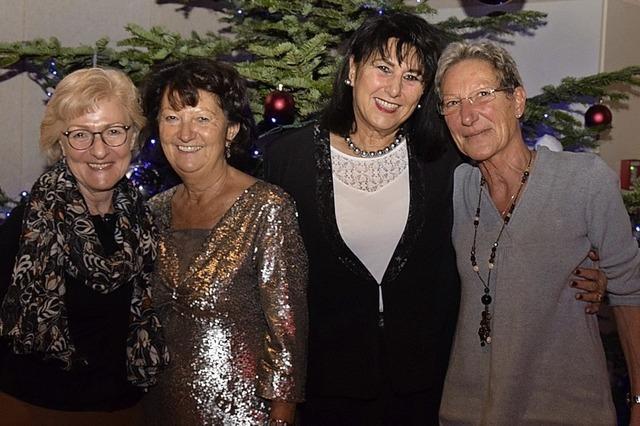 Fröhliches Wiedersehen bei der Seniorenweihnacht