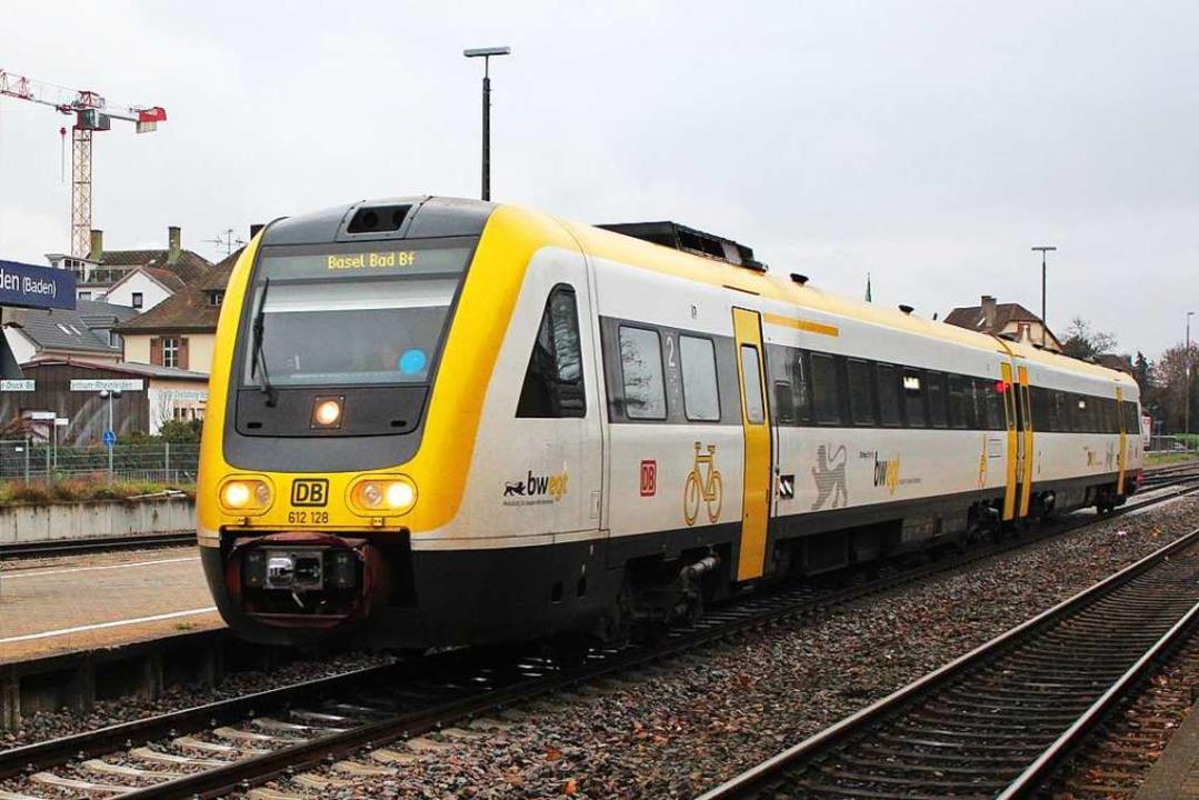 Ein Interregio-Express der Baureihe 61...er Einfahrt in den Bahnhof Rheinfelden  | Foto: Rolf Reißmann