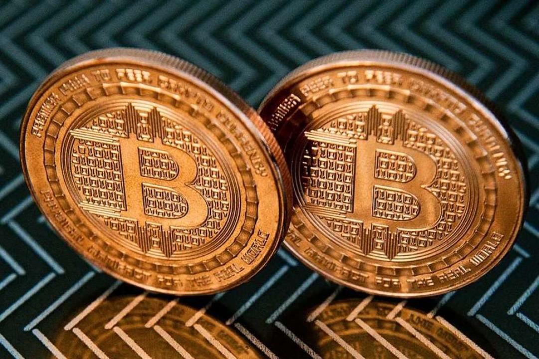 Zwei Bitcoin-Münzen – von höchst schwankendem Wert    Foto: AFP