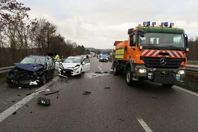Schwerer Unfall auf der A98 bei Lörrach am Montag