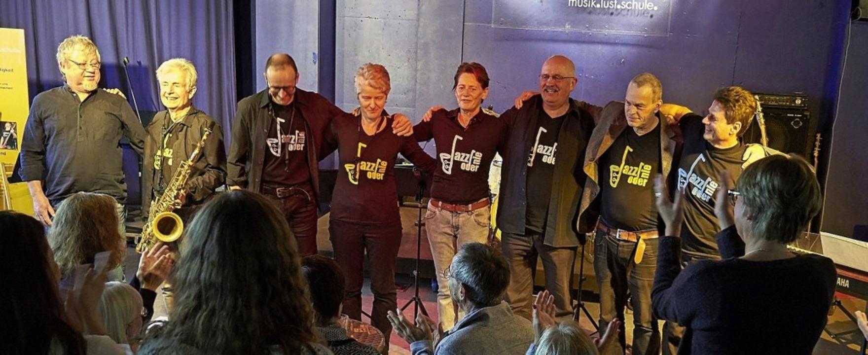 Frank Goos (links) und die Mitglieder ...20;-Band bei der Matinée im Musiclab.   | Foto: Privat