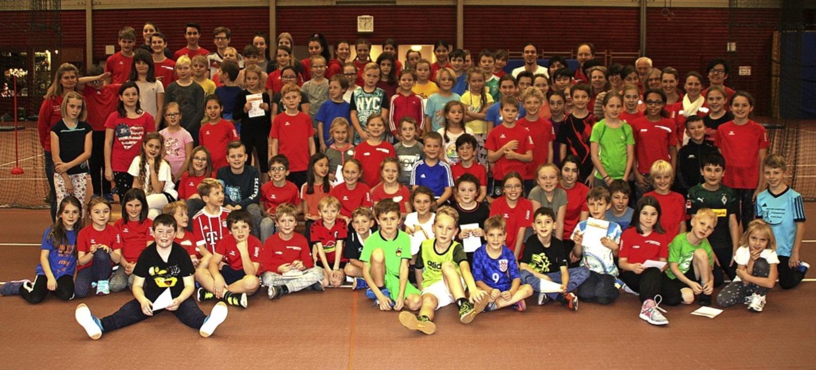 Nachwuchsathleten des TV Bad Säckingen...ten  zum Jahresabschluss noch einmal.   | Foto: Gerd Leutenecker