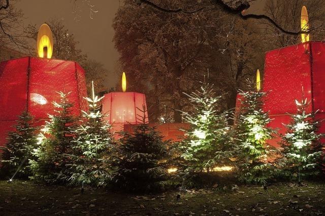 Begehbarer Adventskranz im Weihnachtspark des Basler Claraspitals
