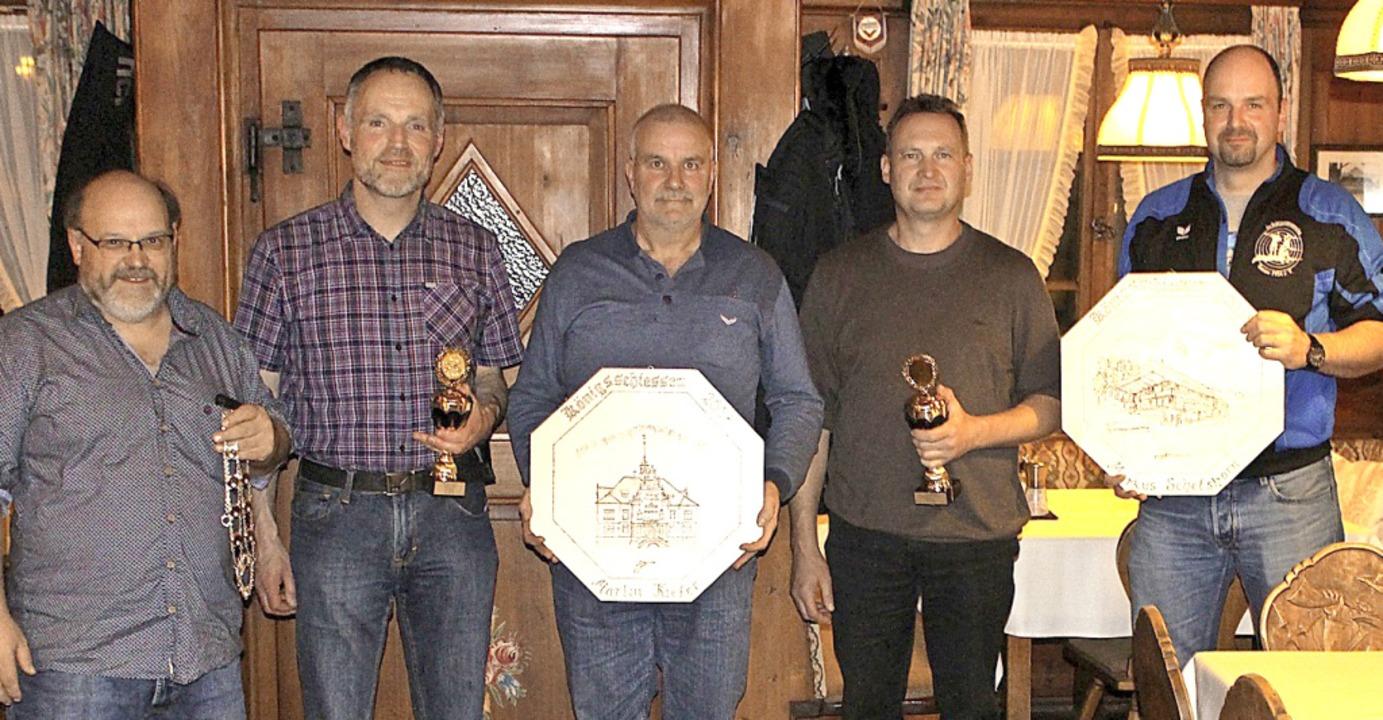 <BZ-FotoAnlauf>Schützenverein Tunau:</...eim Königsschießen  2018 (von links).   | Foto: SVT