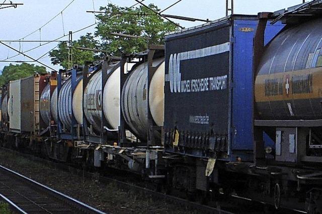 Güterzüge stehen auch in Eimeldingen