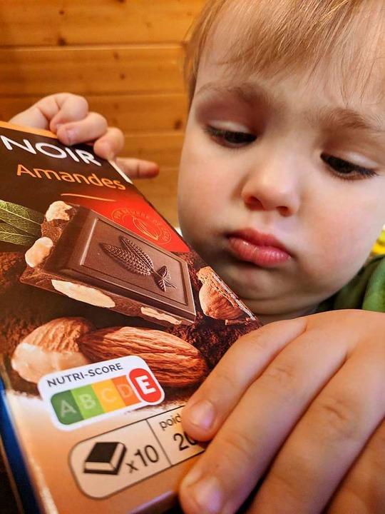 Schokolade ist auf der Nutri-Score-Skala nur E, also nicht so gesund.  | Foto: Mirjam Stöckel