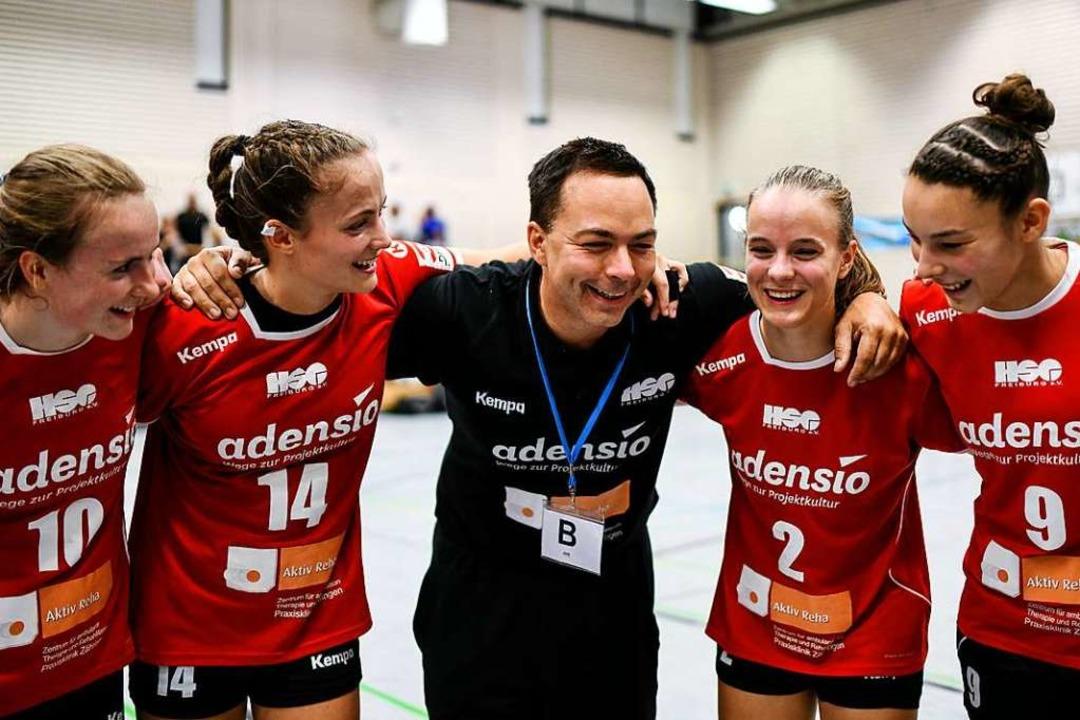 Viele Gründe, happy zu sein: Ralf Wigg...t, Selina Margull und Johanna Chaumet.  | Foto: Patrick Seeger