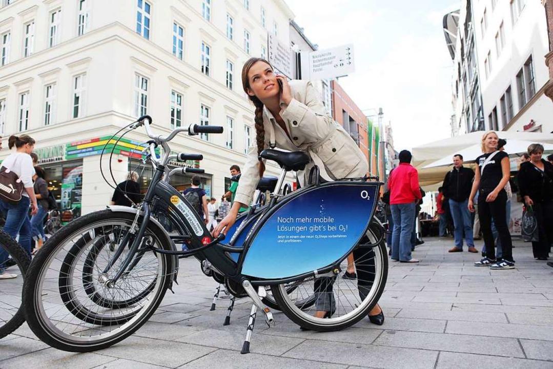 Ein Nextbike – hier mit Werbefläche –  im Einsatz.  | Foto: nextbike GmbH