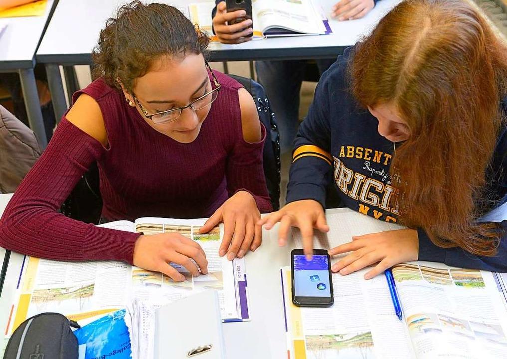 Unterricht mit dem Smartphone war ein ...sie per Abstimmung durchgesetzt haben.  | Foto: Ingo Schneider
