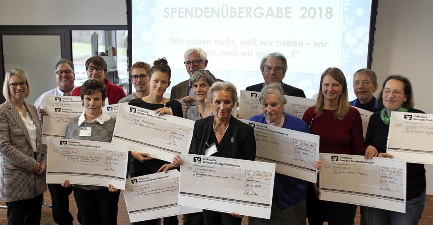 Spenden von mehr als 42000 Euro überre...Vereinen und Gruppen  aus der Region.   | Foto: Mario schöneberg