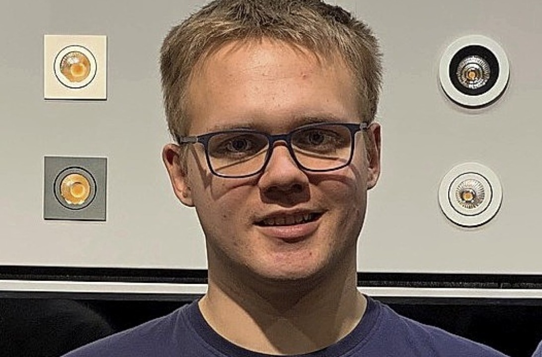<BZ-FotoAnlauf>Alexander SchlegeL </BZ...nung als Prüfungsbester ausgezeichnet.  | Foto: Privat