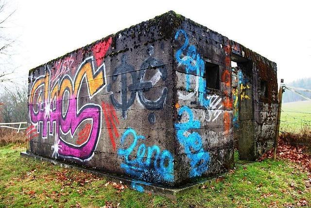 Kriegsdenkmal in Karsau mit Graffiti beschmiert