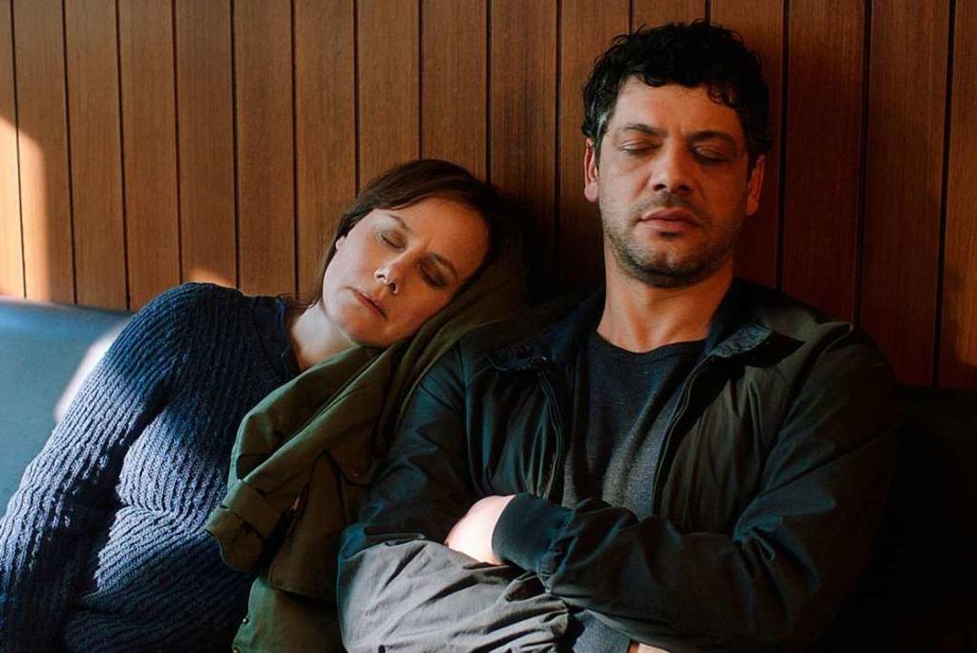 Die Kommissare Franziska Tobler (Eva L...a Weber (Carlo Ljubek) sind übermüdet.  | Foto: SWR