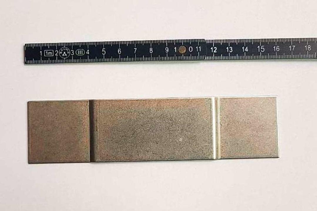Mehr als 18 Zentimeter sind die betroffenen Fassadenteile lang.  | Foto: privat