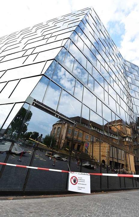 Eine der Schwachstellen in der Fassade... sehen die abgefallenen Fassadenteile.  | Foto: Rita Eggstein