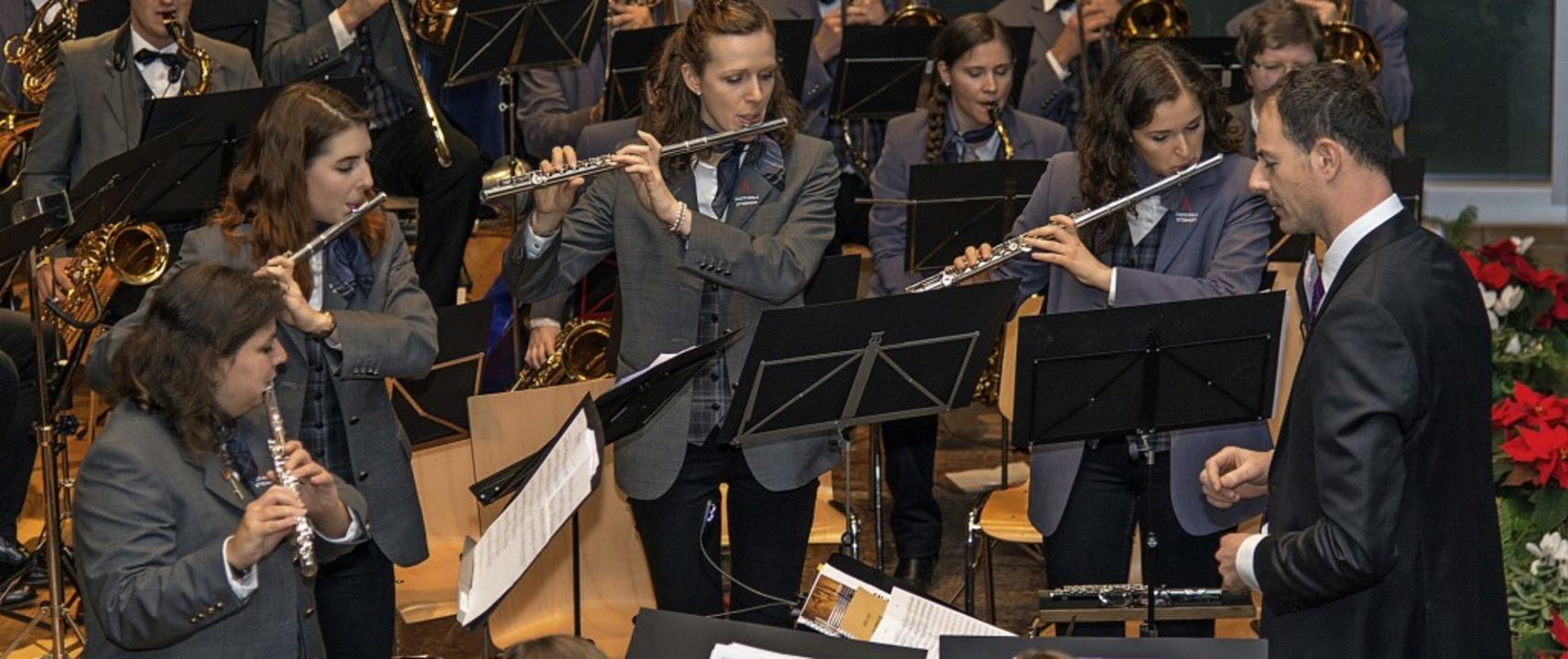 Wie immer unaufgeregte Orchesterführun...illinger und Johanna Mutz (von links).  | Foto: Olaf Michel