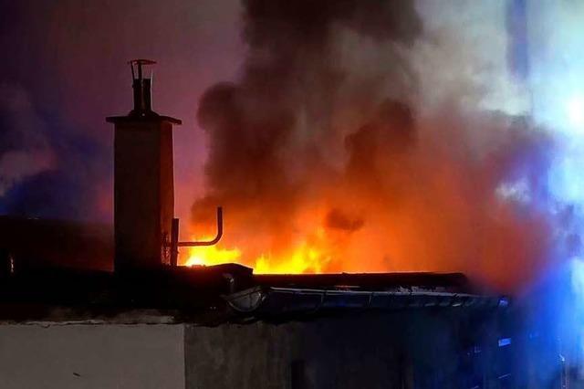 Fußballer wollen das bei Brand stark beschädigte Vereinsheim sanieren