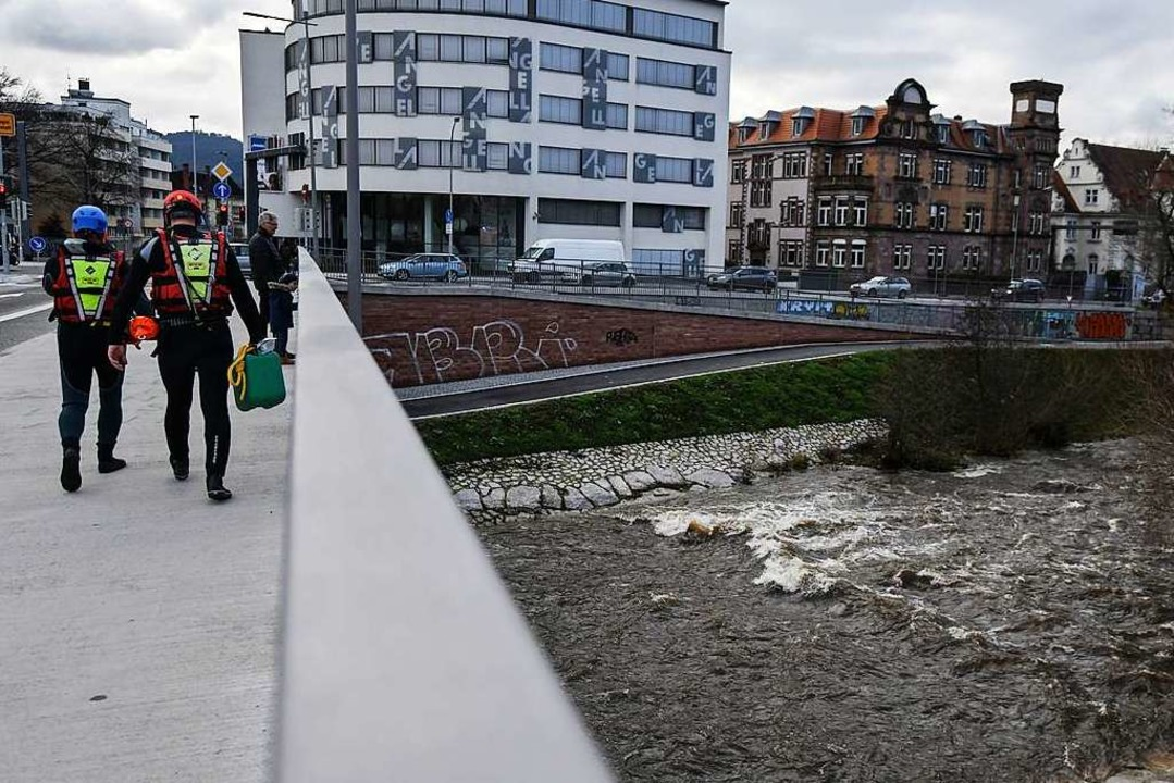 Die Suche am Ufer der Dreisam  | Foto: Patrick Seeger