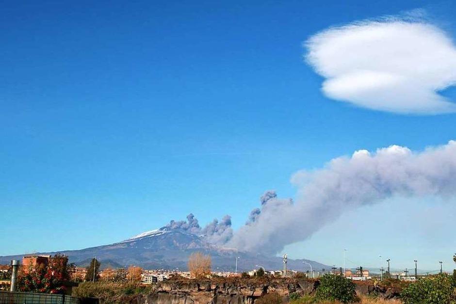 Der Ätna ist ausgebrochen. Durch die Eruption hat sich ein zwei Kilometer langer Spalt aufgetan, aus dem sich Lava ergoss. (Foto: dpa)