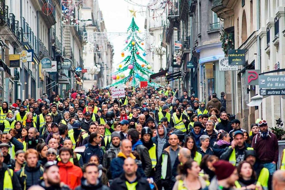 Die Gilets jaunes bei einer Demonstration in Nantes.    Foto: AFP