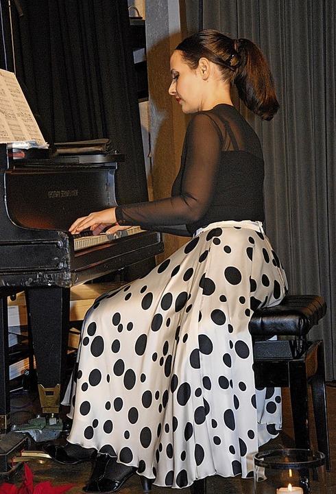 Die Pianistin Irina Naumovska Querfurt...mit ihrem hervorragenden Klavierspiel.  | Foto: Dorothea Scherle