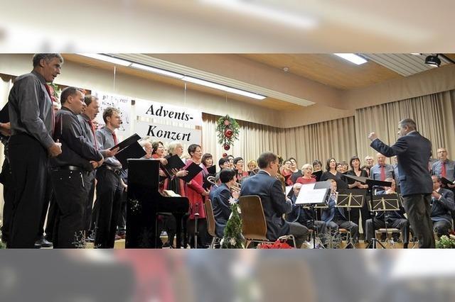 Festliche Lieder in der Steinberghalle