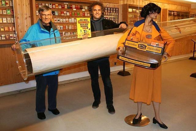 Die weltgrößte Zigarette im Mahlberger Tabakmuseum wurde neu verpackt
