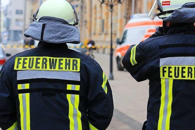 Spektakuläre Rettung: Mit Drehleiter aus der Wohnung gebracht