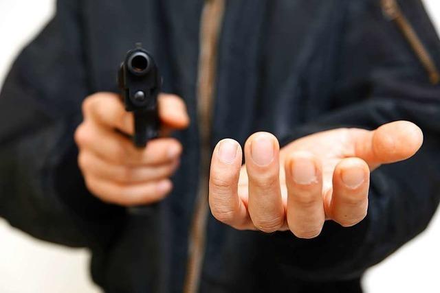 Polizei nimmt drei Tatverdächtige Jugendliche fest – Drohung mit Schusswaffe