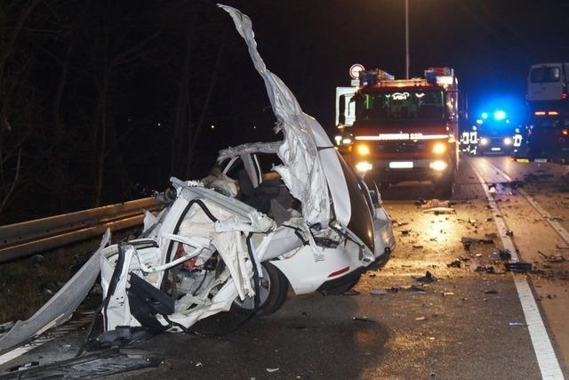 Ein Toter nach schwerem Unfall auf der Bundesstraße 33 bei Biberach