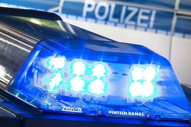 Unbekannter beschädigt geparktes Auto in Schwörstadt