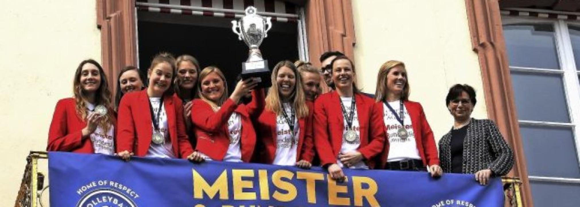 <BZ-Rubrik>So sehen Siegerinnen aus</B...erbleib in der zweiten Liga in Frage.   | Foto: Weidling