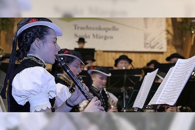 Musikalischer Tanz der Trachtenkapelle