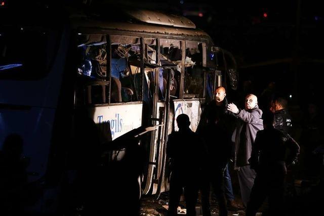 Polizei tötet 40 mutmaßliche Terroristen nach Anschlag auf Touristenbus