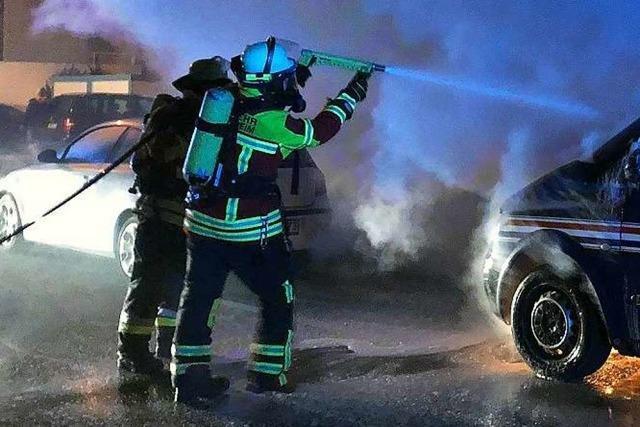 Mehrere Feuerwehreinsätze wegen brennender Autos in Herbolzheim
